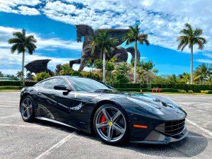 Аренда Ferrari F12 Berlinetta 2015 в Майами